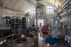 Barocke Gewölbe der Klosterbrauerei. Das Bier wird ausschließlich in Holzfässer und Siphonflaschen abgefüllt. (Foto: BLfD)
