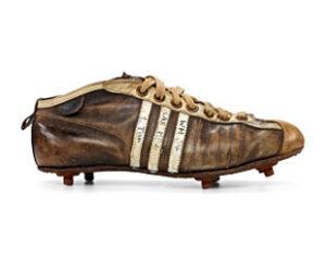 """Modell """"Argentinia"""": der Schuh, mit dem sich die deutschen Fußballer 1954 den WM-Titel erkickten. Hier der Schuh des Nürnberger Spielers Max Morlock. (Foto: Studio Waldeck/adidas Archiv)"""