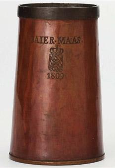 """Eine """"Baierische Maas"""" aus dem Jahr 1809 – sie fasste 1.069 Kubikzentimeter, im Gegensatz zum preußischen Liter mit nur 1.000 Kubikzentimetern."""