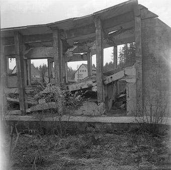Gesprengte Bunker und Hallen auf dem Gelände der Munitionsfabrik in Neugablonz, 1957