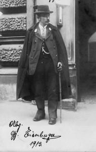 Georg Eisenberger vor dem Landtagsgebäude in München, 1913