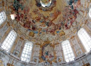Das Kuppelfresko mit dem Ettaler Heiligenhimmel ist eines der größten Deckengemälde der Barockzeit.