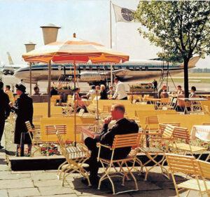 Beschauliche Zeiten in Riem mit Café am Rand des Rollfelds (Foto: timeline images)
