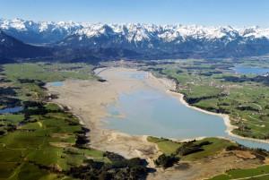 Im Sommer ein Freizeitparadies, im Winter eine Sumpflandschaft: der Forggensee