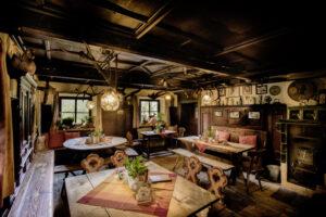 Die Gaststube im Gasthaus zur Mühle mit rustikaler Ausstattung aus dem 19. Jahrhundert (Foto: Christian Weiss)