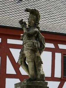 Am westlichen Ende des Marktplatzes von Geiselwind erinnert das Murrmann-Denkmal an eine Begebenheit aus dem Dreißigjährigen Krieg (Foto: Werner Rosenzweig).