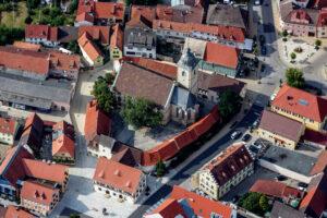 In der Kirche St. Michael in der Ortsmitte Gochsheims wird die Gochsumer Kerm mit einem Festgottesdienst eingeleitet.