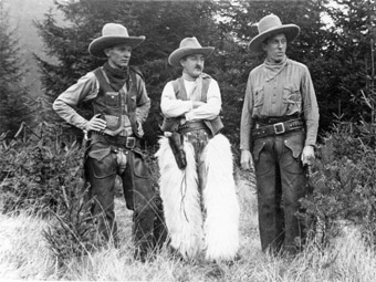 Die drei Gründer des Cowboy Clubs München – Martin Fromberger, Fred Sommer, Hermann Sommer – in voller Montur um 1937