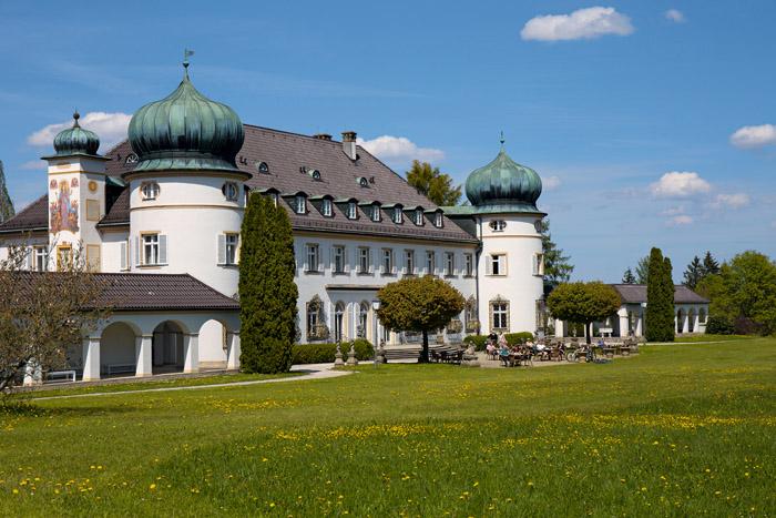 """Im Schloss Höhenried residierte die """"last Queen of Bavaria"""", Wilhelmina Busch-Woods, bis zu ihrem Tod. (Foto: Jörn Kachelriess)"""