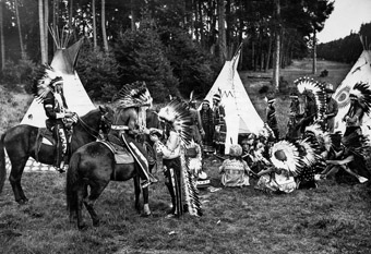 Das Indianerlager des Cowboy Clubs im Harlachinger Forst um 1931
