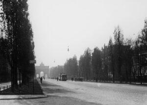 Auf dem um 1900 entstandenen Bild von der Leopoldstraße erkennt man die elektrischen Straßenlaternen. (Foto: Stadtarchiv München