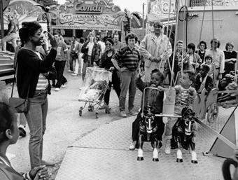 """Blick auf das Treiben beim """"Little Oktoberfest"""" in den 1980er Jahren"""