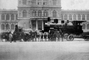Der Transportweg der Lokomotiven von der Maffei'schen Fabrik zum Hauptbahnhof führte auch  an der Kunstakademie vorbei. (Foto: Stadtarchiv München)