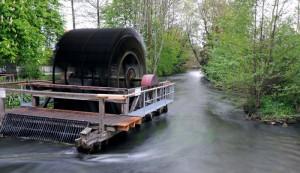 Von der Haerlin'schen Papierfabrik in Gauting hat sich nur das Wasserrad erhalten, die Gewerbeanlage selbst wurde zugunsten einer Wohnsiedlung abgerissen.
