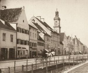 Diese typische Fotografie von Franz Ress zeigt die Obere Hauptstraße in Freising um 1870 (Foto: Sammlung Stephan Thalhammer, Freising)
