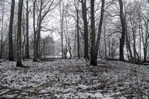 Am Westrand des KZ-Ehrenfriedhofs auf der Etzenhauser Leiten bei Dachau steht die Gedächtniskapelle Regina Pacis, die an alle Italiener erinnert, die in den Konzentrationslagern ums Leben kamen.