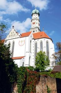 Die Basilika St. Ulrich und Afra: In Seitenkapellen der Unterkirche ruhen die Gebeine der beiden namensgebenden Heiligen.
