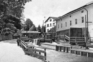 Das Steinerbad – hier auf einer Ansichtskarte aus dem Jahr 1902 – war bei den Münchner Ausflüglern besonders beliebt. (Fotos: Sammlung Bernhard Möllmann)