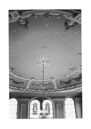 Unter dem Sternenhimmel der ehemaligen Synagoge von Ichenhausen befindet sich heute ein Kultur- und Begegnungszentrum.