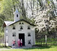 Das Bienenhaus im Bauernhofmuseum Amerang: Sieht es nicht aus wie eine kleine Schweizer Villa?