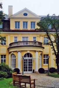 Die Villa Heymel. Aus: Prominenz in Bogenhausen. Villen und ihre berühmten Bewohner