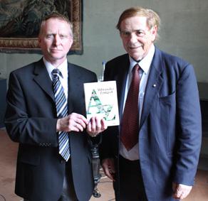 Sie haben - zusammen mit zahlreichen Helfern - viele Jahre recherchiert und gesammelt: die Herausgeber Dr. Wolfgang Pledl (links) und Prof Dr. Konrad Ackermann.