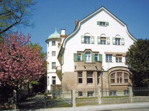 Einst das stolze Anwesen des Bierbrauers Georg Pschorr, in dem es sogar ein eigenes Dienstbotenbad gab.